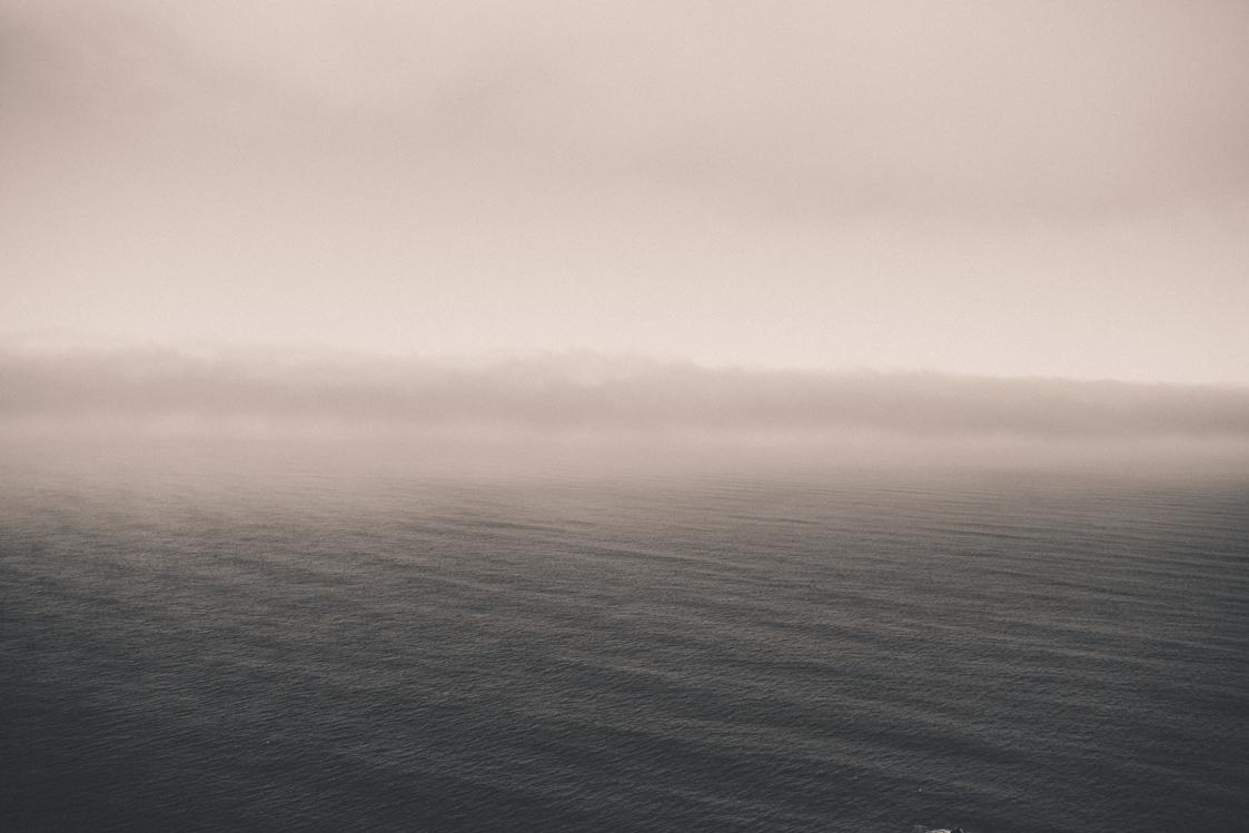 mar com neblina forte
